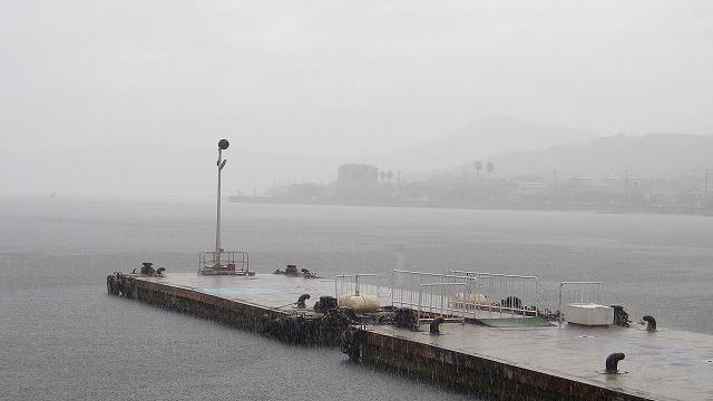 海に落ちる雪 音が消えた世界 小豆島 今は無き高速船乗り場