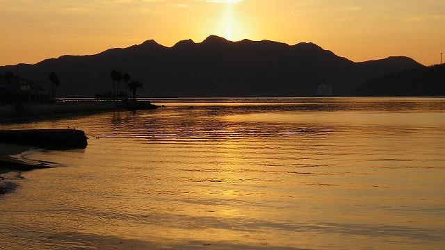 夕焼けではなく朝焼け 見回りに朝寝坊して日が昇ってしまった