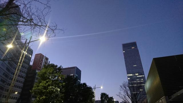 未明の東京駅・空