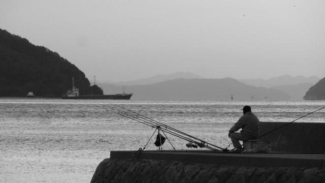 小豆島・草壁港・釣り人