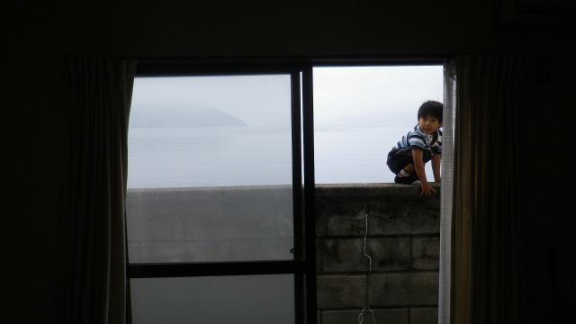 小豆島・草壁港2010②窓の外は草壁港