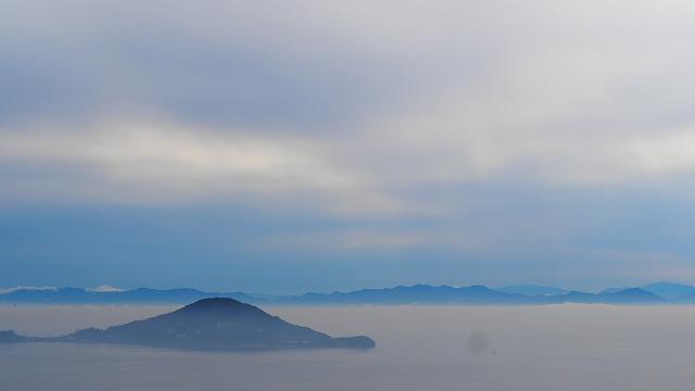 雨の内海湾